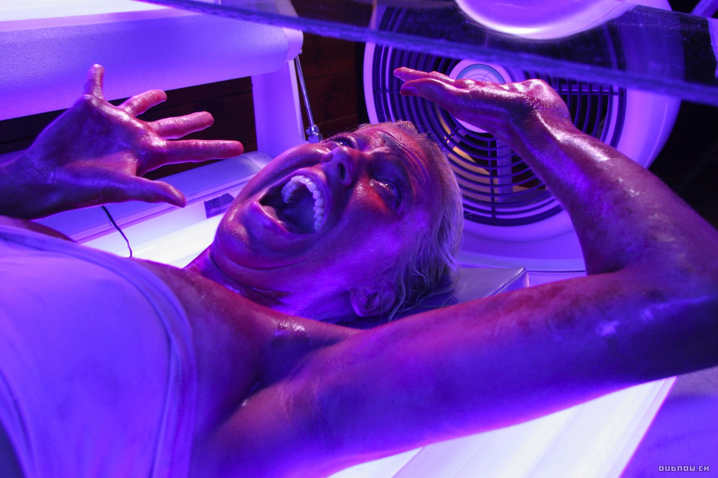 Girls nude in tanning beds